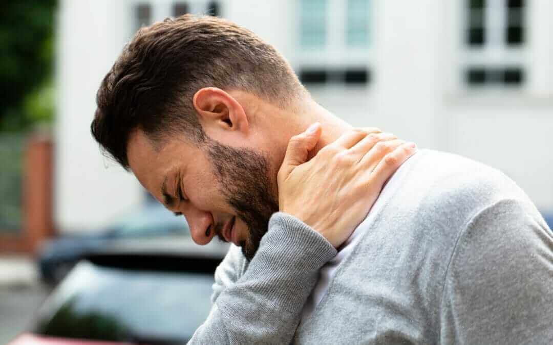 Why Does My Neck Hurt? The 4 Most Common Causes of Neck Pain
